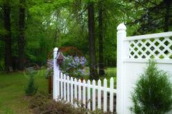 2080 WHITE FENCE TO THE GARDEN
